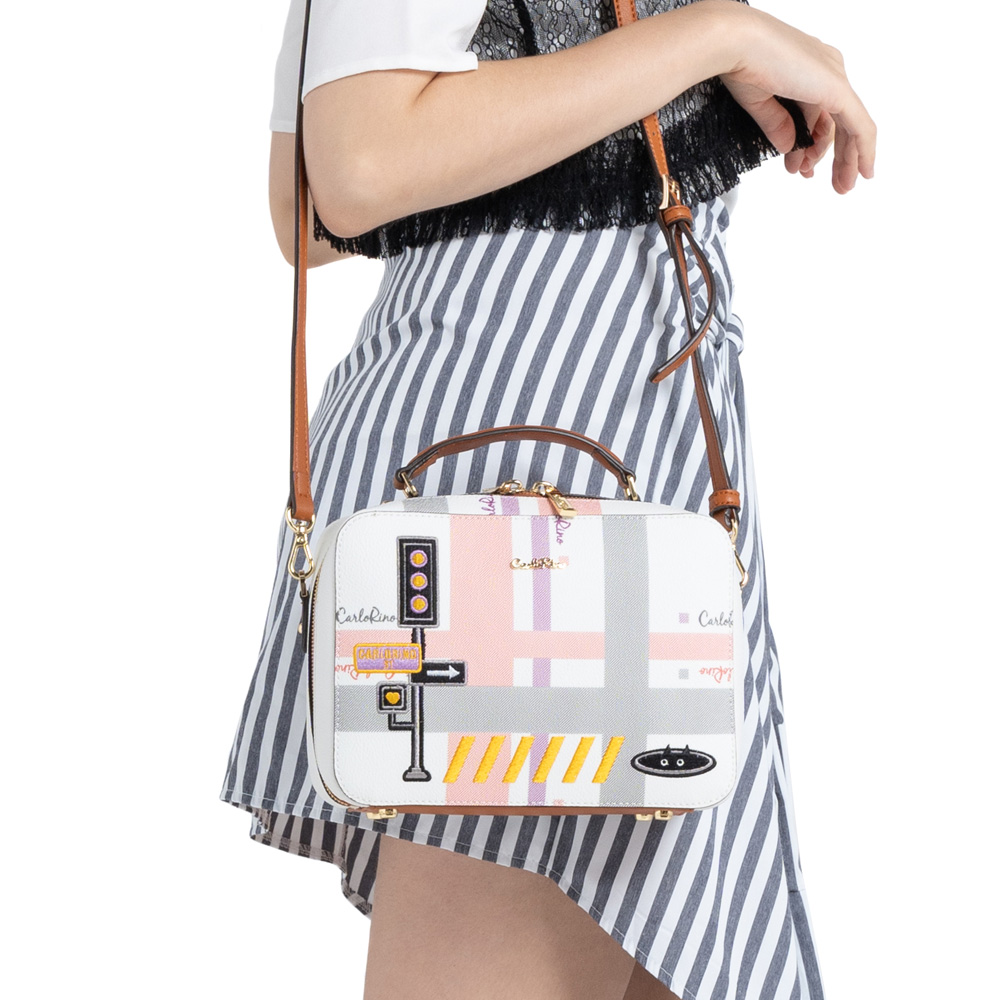 0304756G 001 05 - Gratifying Graphic Boxy Top Handle