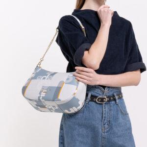 0304806H 004 23 300x300 - Girls In Roundish Shoulder Bag