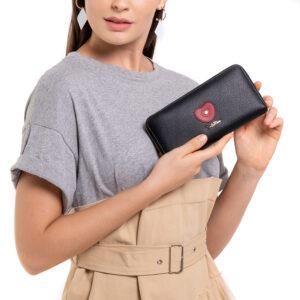 Queen of Hearts Zip-around Wallet