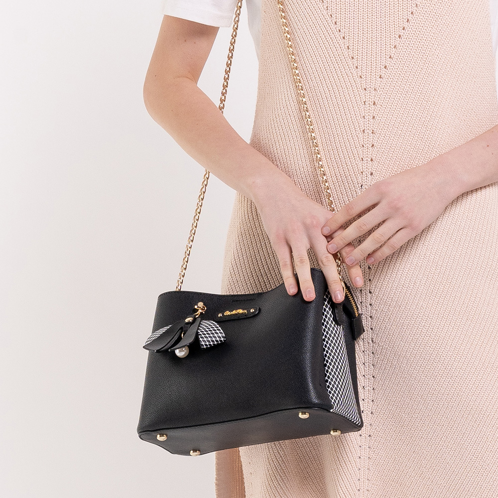 0304924G 001 08 - What a Mesh Chain Link Cross Body