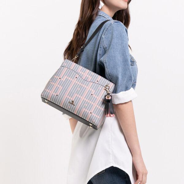 0305028J 004 08 600x600 - Miss Snowball Shoulder Bag