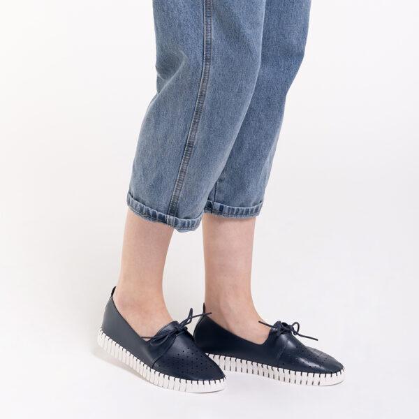 33320 J010 13 - Splash of Hues Sneakers