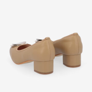 "carlorino shoe 33310 J009 31 4 - 1 1/2"" Button Top Round Toe Pump"